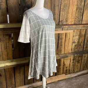 "*NWT LULAROE ""Perfect T"" Shirt"